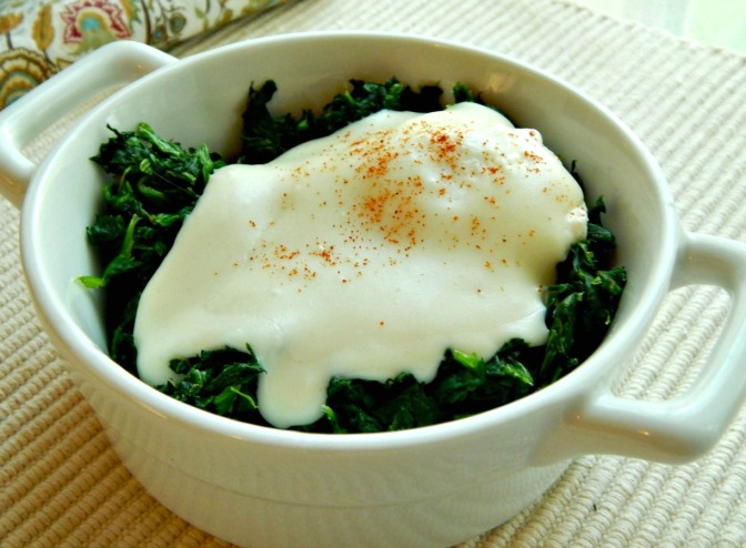 Eggs Florentine with Sliced Tomatoes