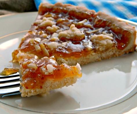 fregolata tart with jam and almondsx