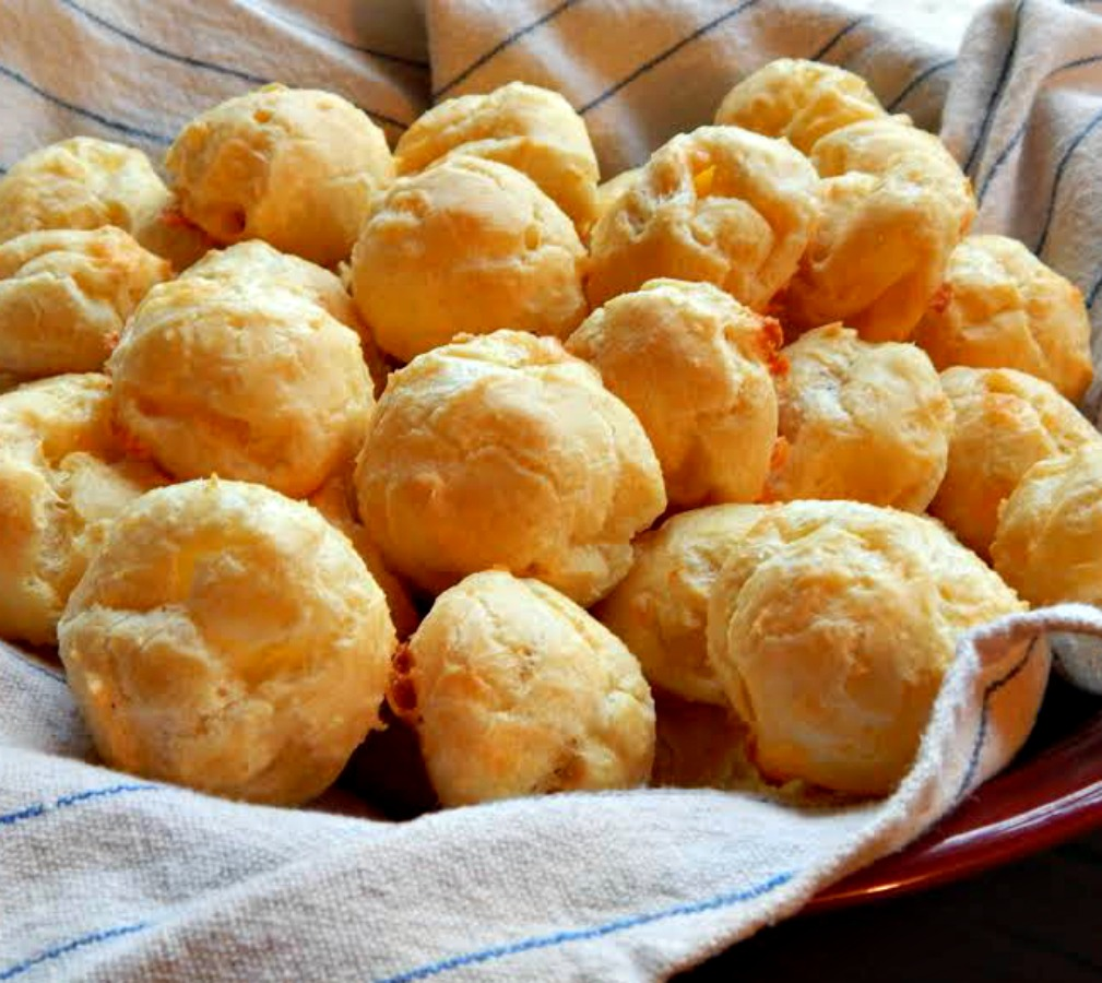 Continue reading White Cheddar Gougeres – Cheese Puffs →