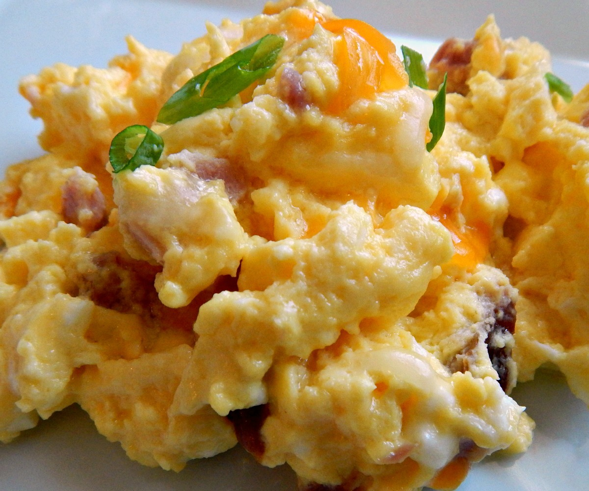 Oven Scrambled Eggs With Cheese: Oven Scrambled Eggs With Cheese