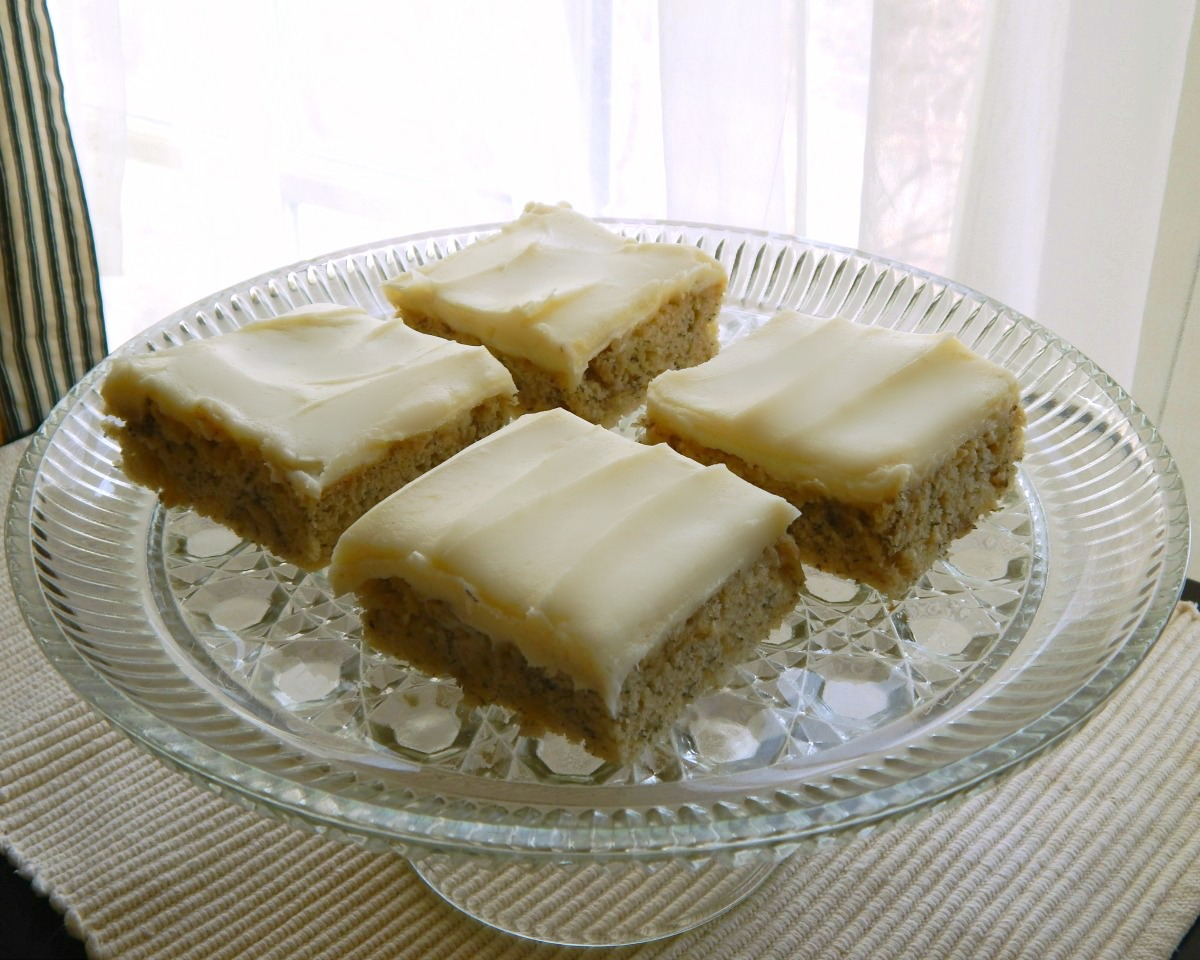 Banana Sheet Cake | Frugal Hausfrau